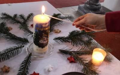Pfadfinder brachten das Friedenslicht in die Pfarrkirche Neustift