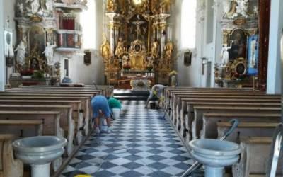 Großer Kirchenputz